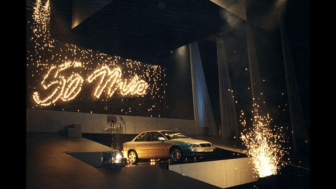 Der 50millionste Opel, ein Omega, läuft in Rüsselsheim vom Band