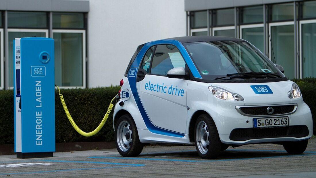 Die Bundesregierung will den Verkauf von Elektroautos fördern.