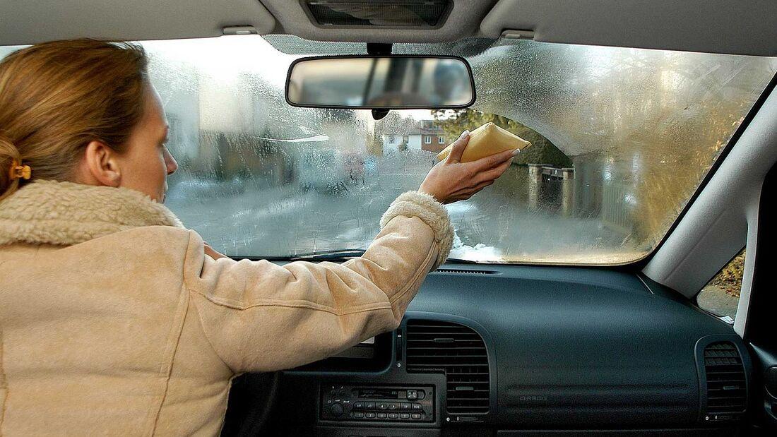 Die Klimaanlage hilft im Winter gegen beschlagene Scheiben.