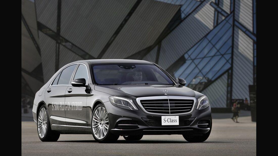 Die Mercedes S-Klasse bekam als erstes Modell eine Plug-in-Hybridvariante.