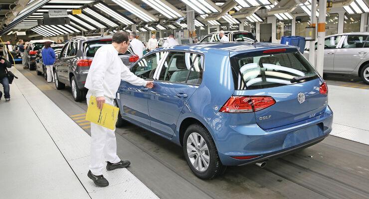 Die Nachfrage nach Neufahrzeugen stieg im März 2014 in Deutschland an.