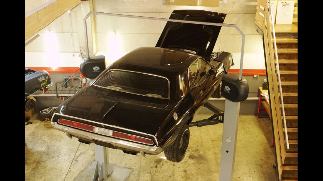 Dodge Challenger, Hebebühne, Werkstatt