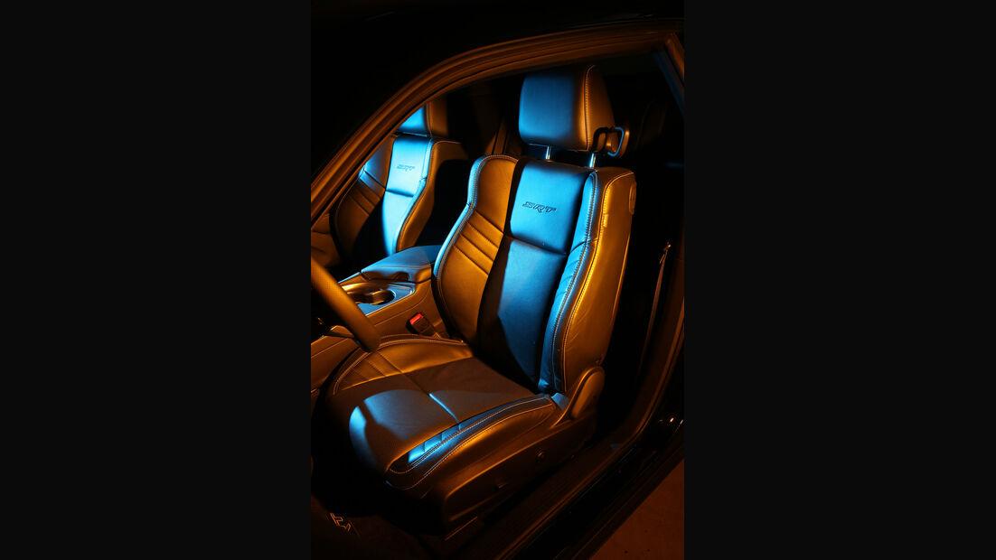 Dodge Challenger Hellcat, Fahrersitz