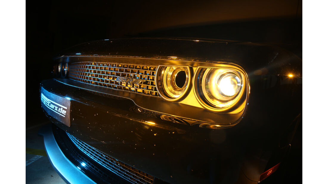Dodge Challenger Hellcat, Frontscheinwerfer
