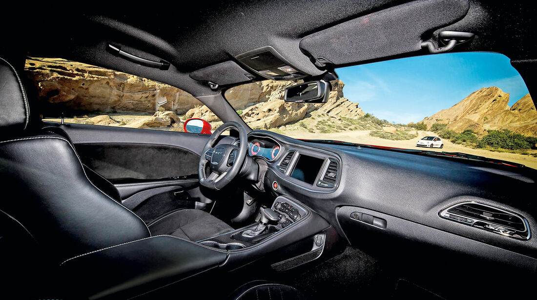 Dodge Challenger SRT Hellcat, Cockpit