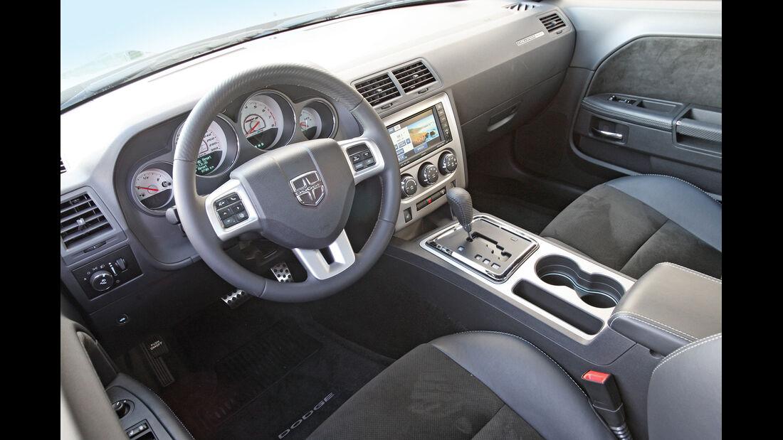 Dodge Challenger SRT8, Cockpit