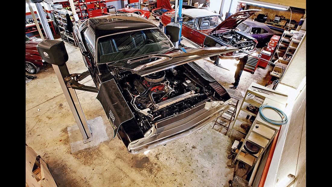 Dodge Challenger auf Hebebühne