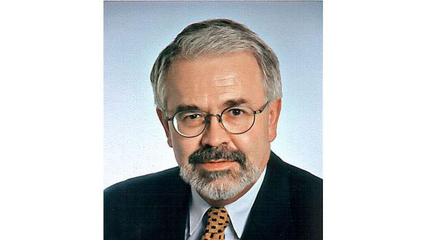 Dr. Helmut Becker vom Münchner Institut für Wirtschaftsanalyse und Kommunikation (IWK)