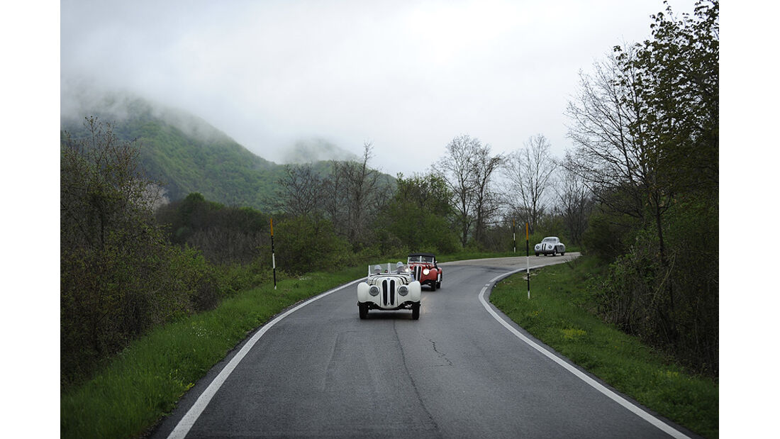 Drei BMW 328 auf der Mille Miglia