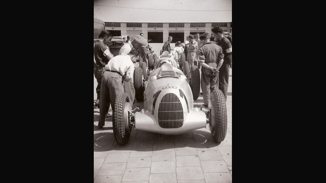 Eifelrennen 1937 - Bernd Rosenmeyer - Auto Union - Historisches Fahrerlager