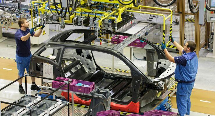 Einem Medienbericht zufolge will BMW jährlich 100 Millionen Euro Personalkosten sparen.