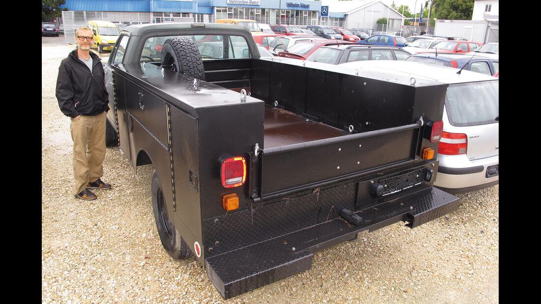 Einkaufs-Tour, Dodge W 250, Army-Pick-up, Heck, Ladefläche