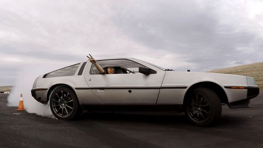 Elektrischer DeLorean driftet autonom