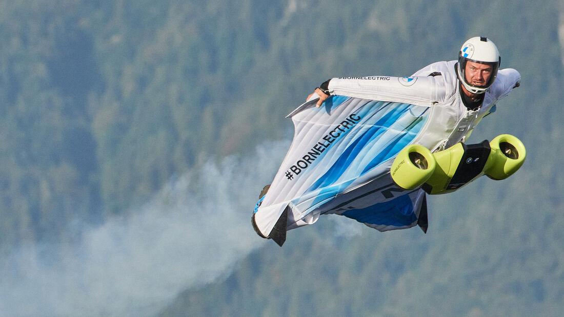 Elektro Wingsuit Peter Salzmann BMW