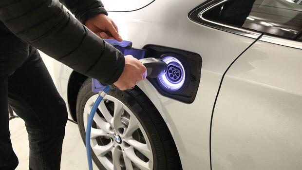 Elektroauto Laden Verriegelung Stecker