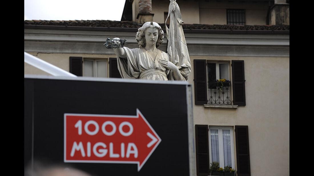 Engel hinter Schild Mille Miglia 2010