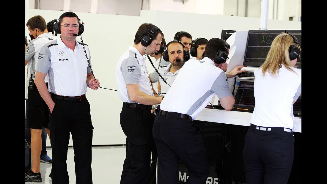 Eric Boullier - McLaren - Formel 1 - Test - Bahrain - 28. Februar 2014