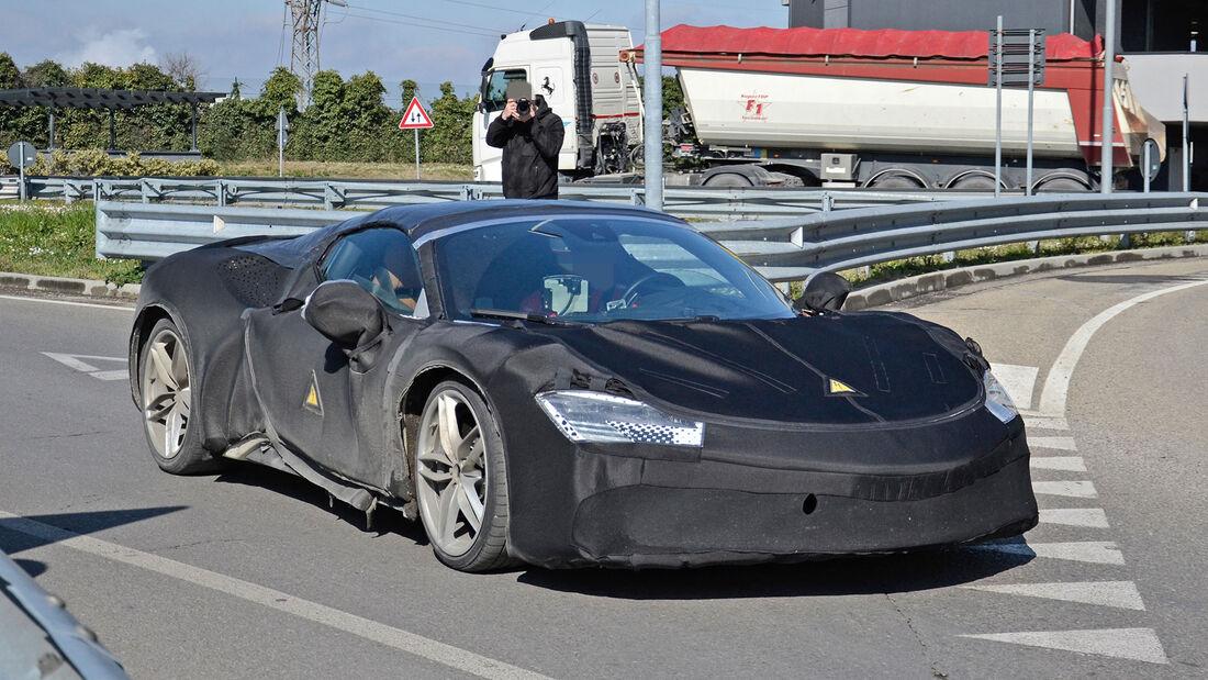 Erlkönig Ferrari SF90 Stradale Spider