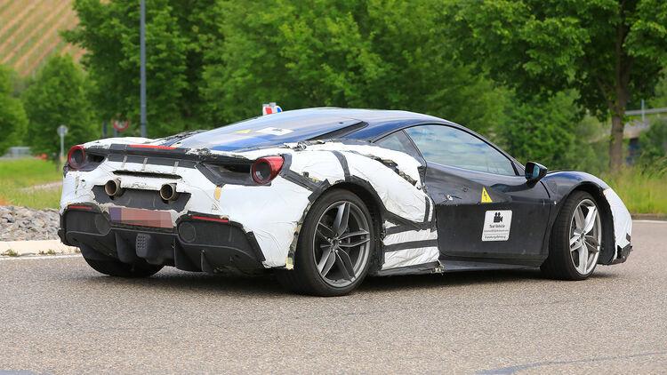 Ferrari Mittelmotor Erprobungsfahrzeuge Mit V6 Hybrid Gesichtet Auto Motor Und Sport