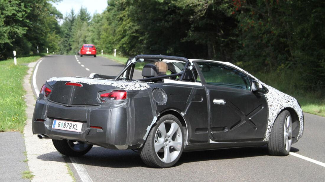 Erlkönig Opel Astra CC