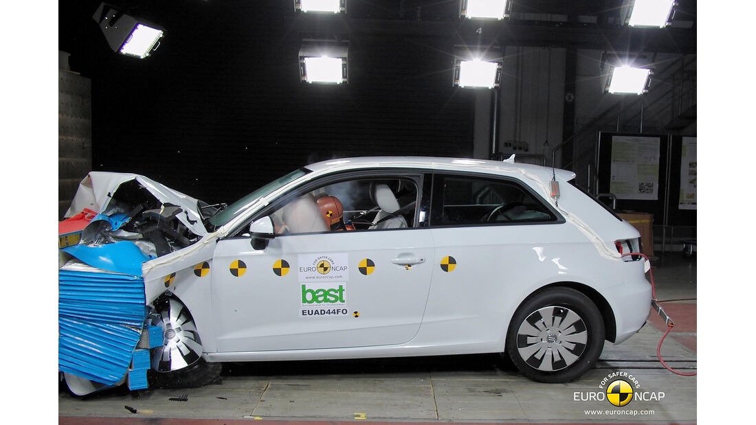 EuroNCAP-Crahtest Audi A3 Frontal