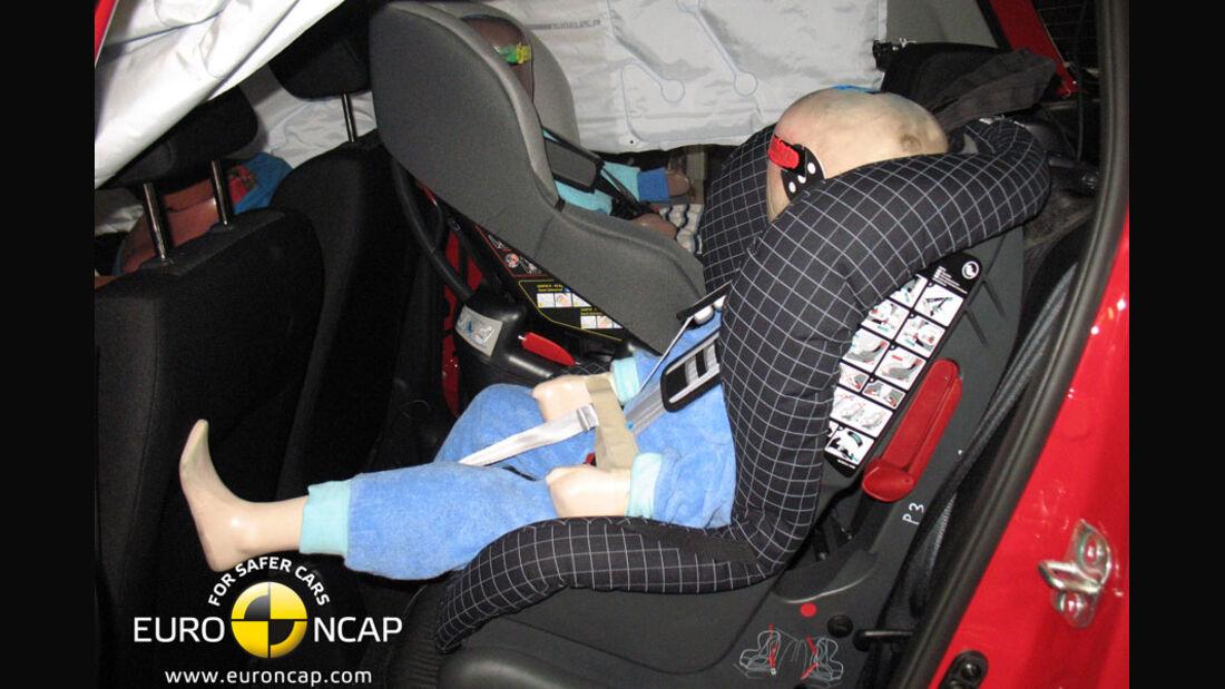 EuroNCAP-Crashtest Suzuki Swift, Kindersitz-Crashtest