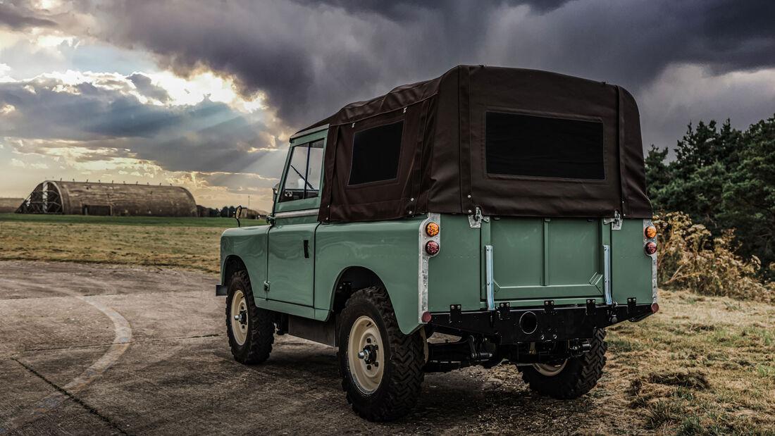 Everrati Land Rover Series IIA electric