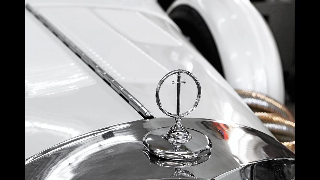 Excalibur SIII Phaeton, Emblem
