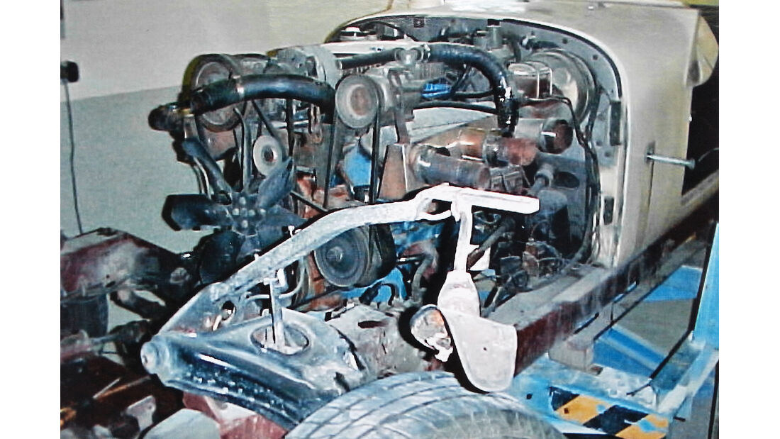 Excalibur SIII Phaeton, Technik, Motor