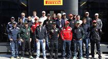 F1 Fahrer Gruppenbild Pirelli 2011