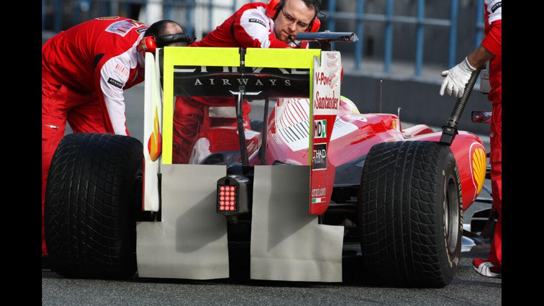 F1-Test 2010 Ferrari