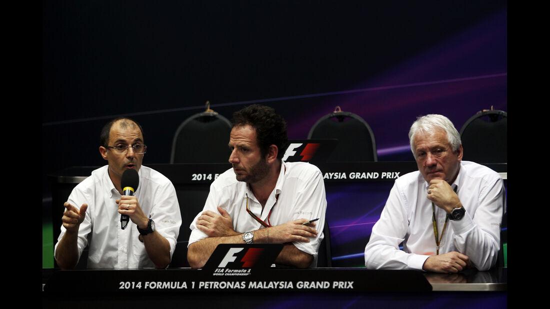 Fabrice Lom, Matteo Bonciani & Charlie Whiting - FIA - Formel 1 - GP Malaysia - 28. März 2014