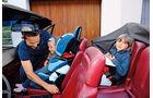 Familie im Ferrari Mondial Cabrio