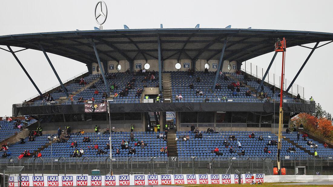 [Imagen: Fans-Formel-1-GP-Eifel-Nuerburgring-Frei...731411.jpg]