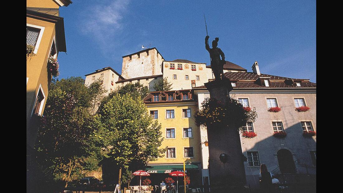 Feldkircher Altstadt mit der Schattenburg im Hintergrund
