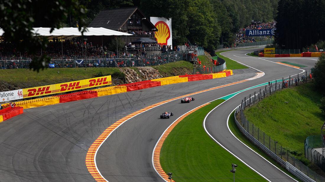Fernando Alonso - Ferrari 150 Italia - Mark Webber - Red Bull RB7 - GP Belgien 2011 - Spa