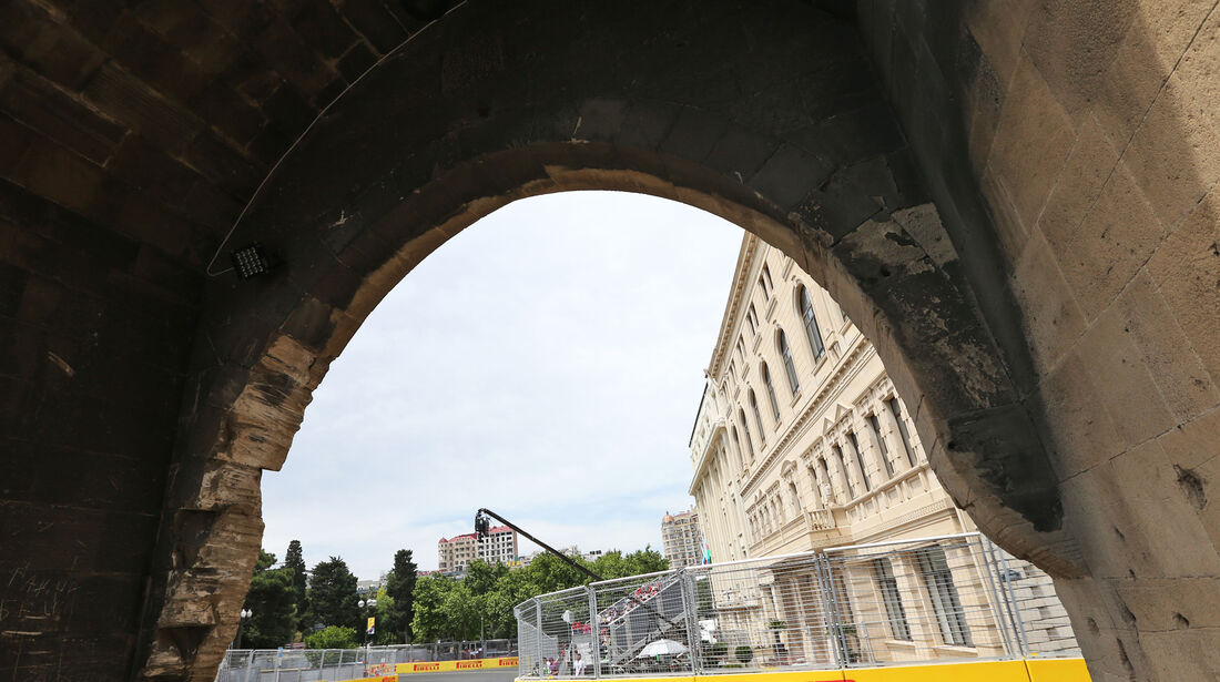 Fernando Alonso - McLaren - Formel 1 - GP Aserbaidschan - Baku - 17. Juni 2016