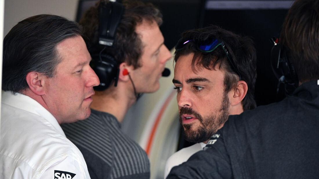 Fernando Alonso - Zak Brown - McLaren