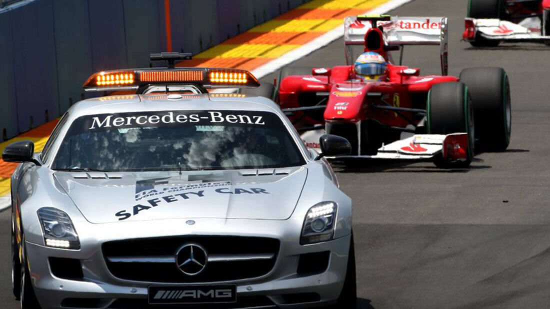 Fernando Alonso hinter dem Safety-Car