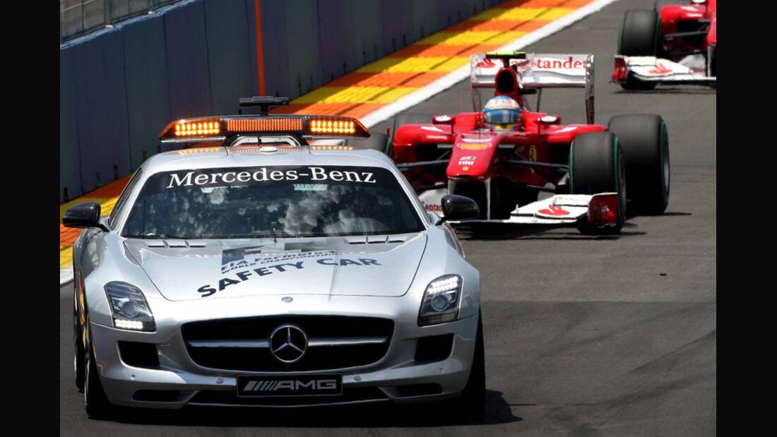 Fernando Alonso hinter dem Safety-Car
