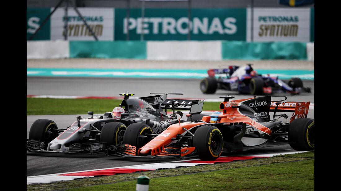 Fernando Alonso vs. Kevin Magnussen - GP Malaysia 2017