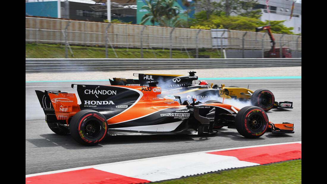 Fernando Alonso vs. Nico Hülkenberg - GP Malaysia 2017