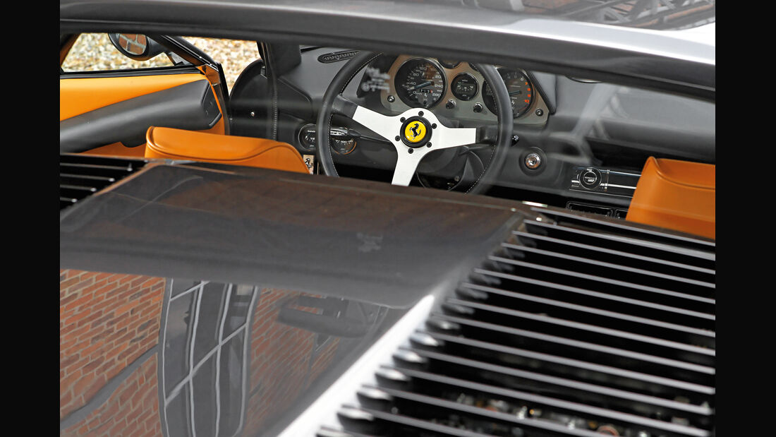 Ferrari 308 GTB, Lenkrad, Rundinstrumente