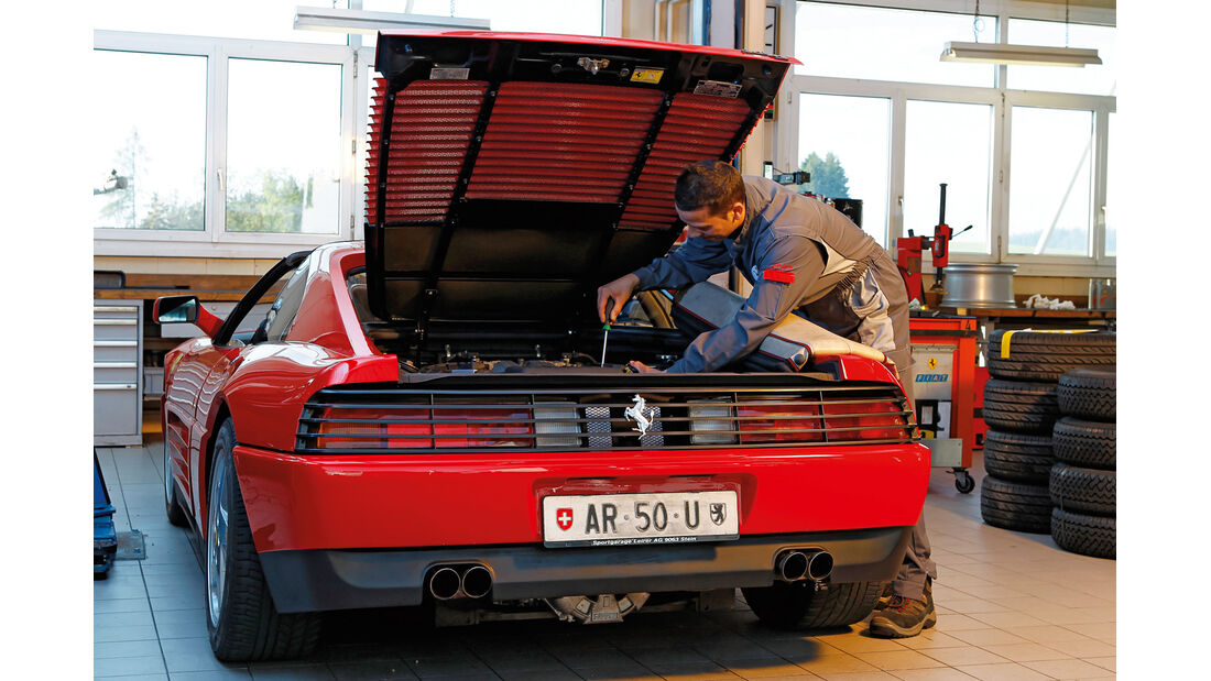 Ferrari 348 TB, Motor, Heckansicht