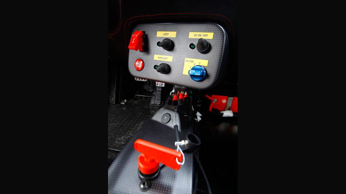 Ferrari 458 Challenge, Detail, Instrumente, Klimaanlage