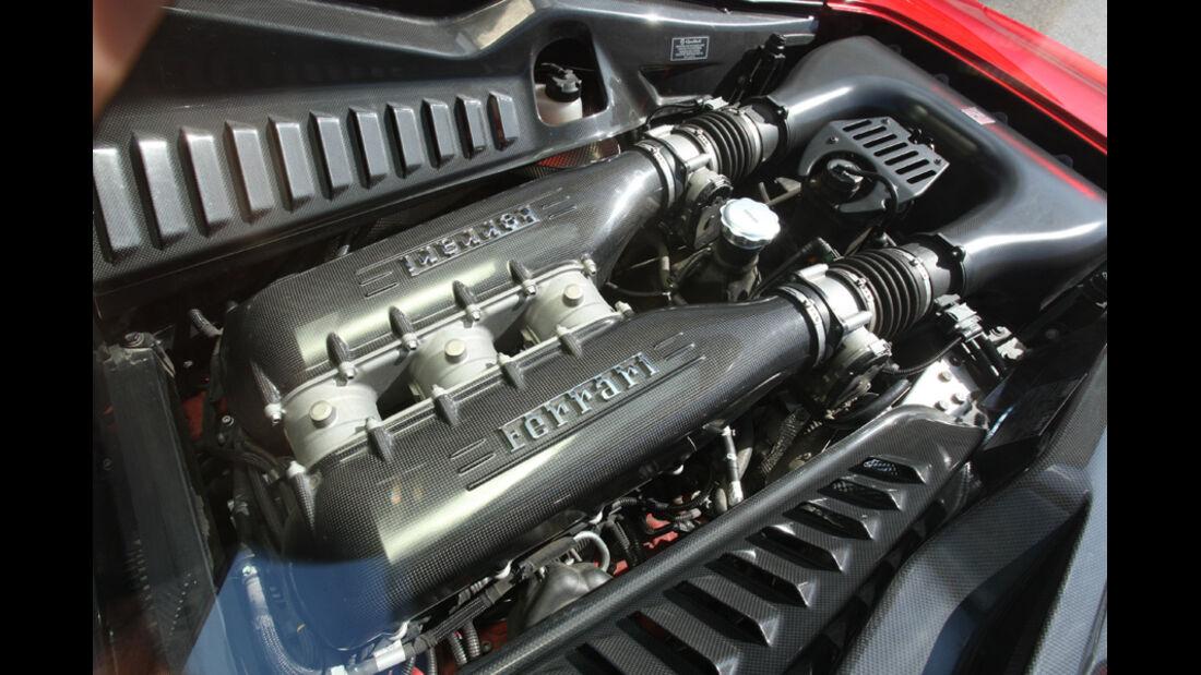Ferrari 458 Italia, Motor