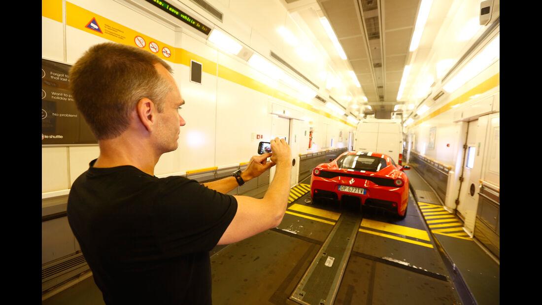 Ferrari 458 Speciale, Fähre, Laderaum