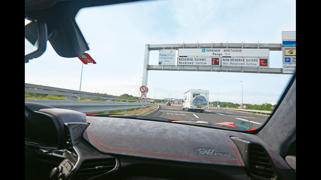 Ferrari 458 Speciale, Fahrersicht, Autobahn