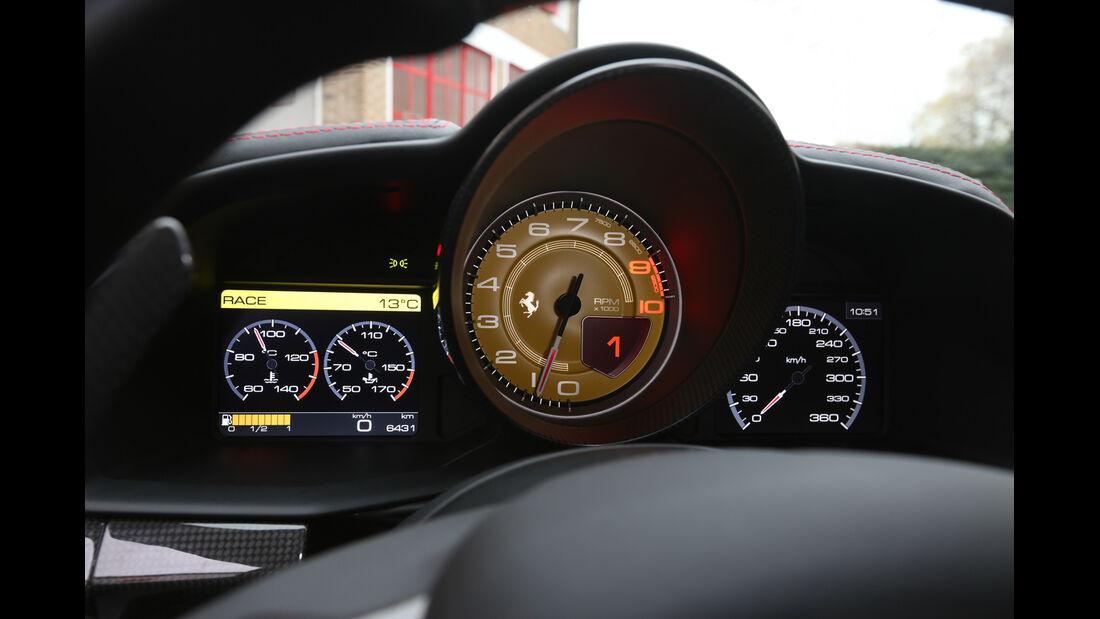 Ferrari 458 Speciale, Rundinstrumente