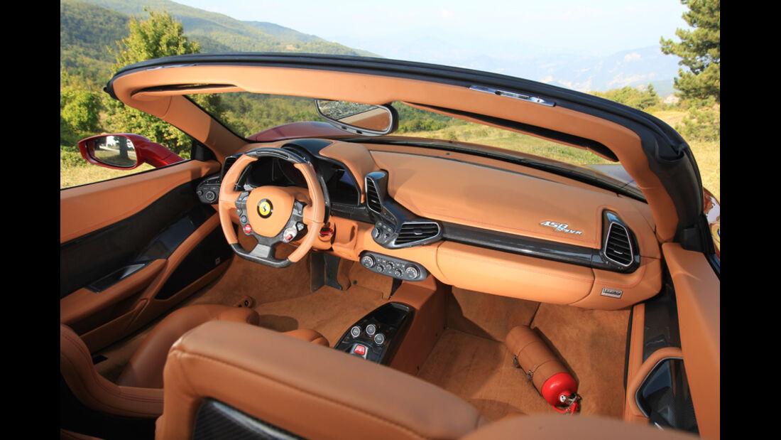 Ferrari 458 Spider, Cockpit